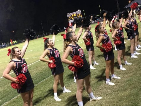 The cheerleaders encourage Pelahatchie