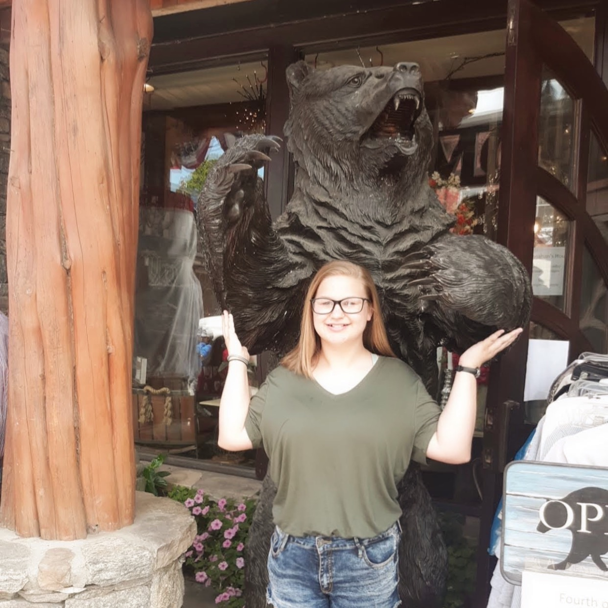 Sara+Hebert%2C+a+new+student+here+at+Pelahatchie+High%2C+poses+in+front+of+a+bear+statue%2C+somewhat+mocking+the+bear%E2%80%99s+pose.+